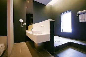 오스카 스위트 호텔(Oscar Suite Hotel) Hotel Image 39 - Bathroom Sink