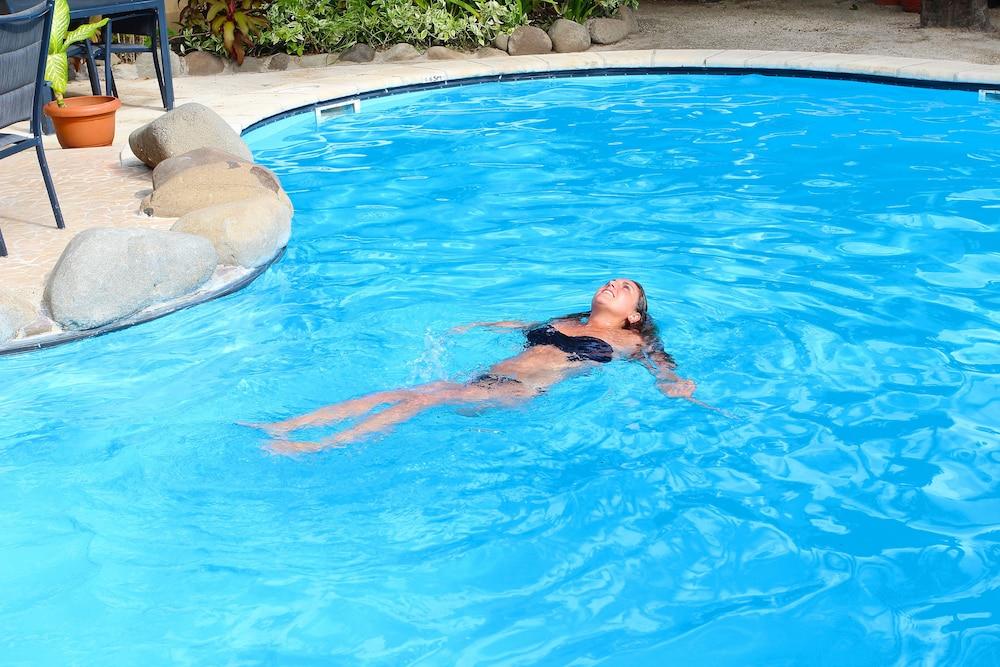 아쿠아리우스 온 더 비치(Aquarius on the Beach) Hotel Image 33 - Outdoor Pool