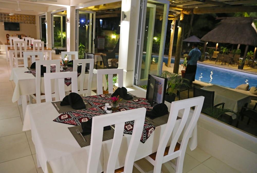 아쿠아리우스 온 더 비치(Aquarius on the Beach) Hotel Image 51 - Restaurant