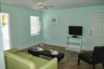 홀리데이 비치사이드 부티크 스위트(Hollywood Beachside Boutique Suites) Hotel Image 15 - Living Room