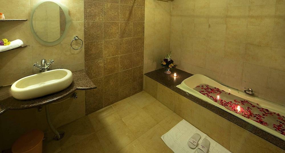 니랄리드하니 에스닉 리조트(Niralidhani Ethnic Resort) Hotel Image 11 - Bathroom