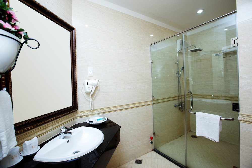 화이트 라이언 호텔(White Lion Hotel) Hotel Image 35 - Bathroom