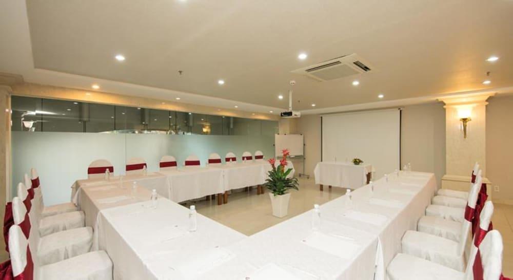 화이트 라이언 호텔(White Lion Hotel) Hotel Image 45 - Meeting Facility