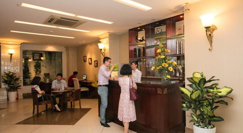 화이트 라이언 호텔(White Lion Hotel) Hotel Image 11 - Reception