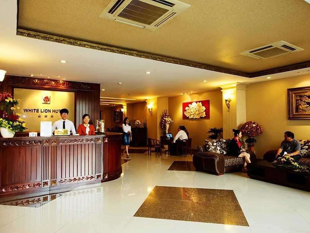 화이트 라이언 호텔(White Lion Hotel) Hotel Image 12 - Reception