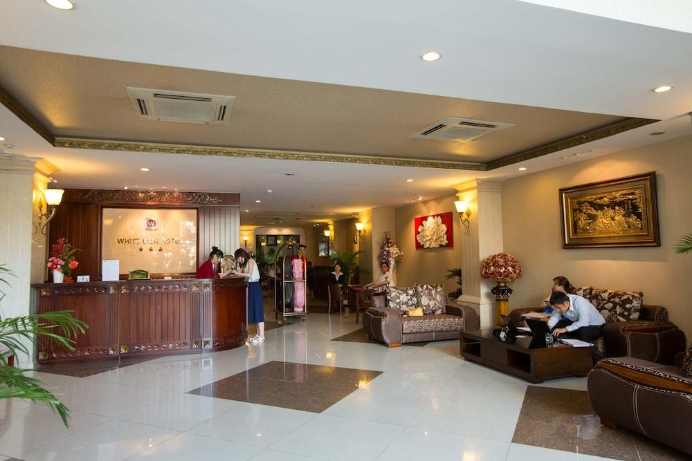 화이트 라이언 호텔(White Lion Hotel) Hotel Image 7 - Reception