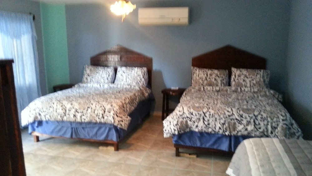 라 델피나 B&B 바 & 그릴 호텔(La Delphina Bed and Breakfast Bar and Grill Hotel) Hotel Image 3 - Guestroom