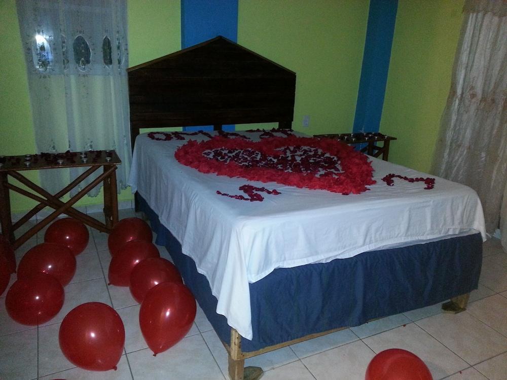 라 델피나 B&B 바 & 그릴 호텔(La Delphina Bed and Breakfast Bar and Grill Hotel) Hotel Image 13 - Guestroom