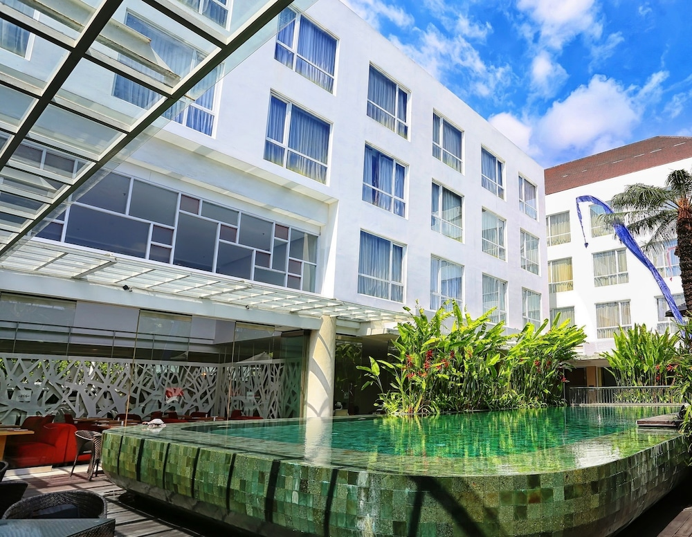 머큐어 발리 하베스트랜드 쿠타(Mercure Bali Harvestland Kuta) Hotel Image 9 - Indoor Pool