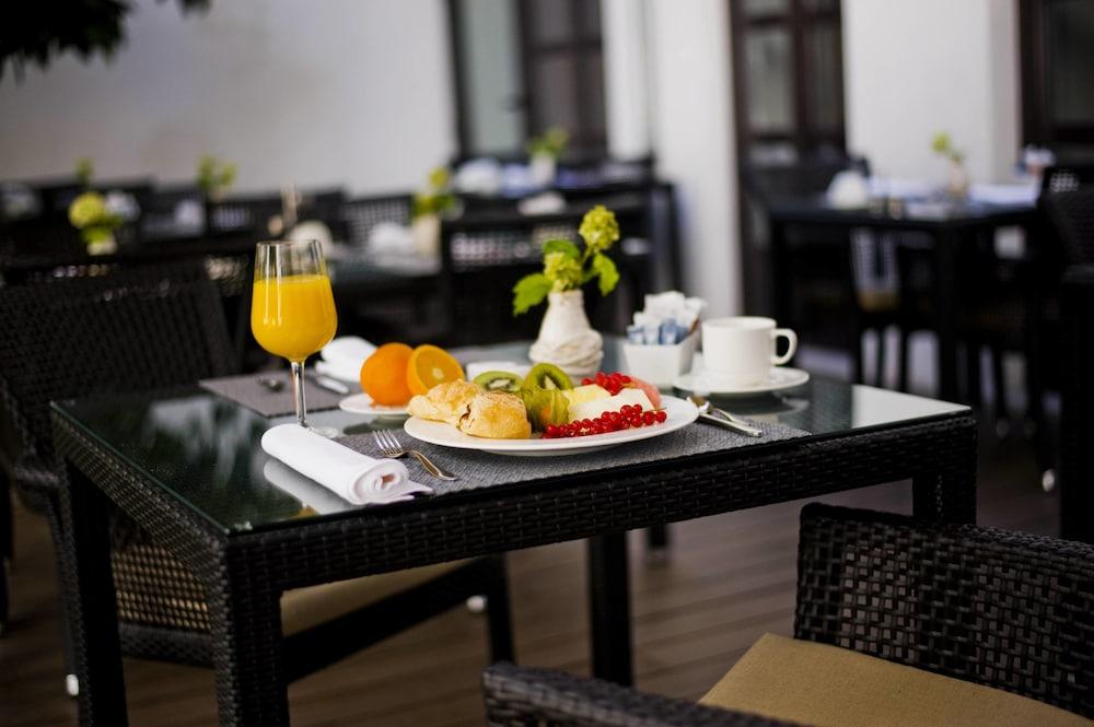 호텔 에우로스타스 파티오스 데 코르도바(Hotel Eurostars Patios de Córdoba) Hotel Image 12 - Breakfast Area