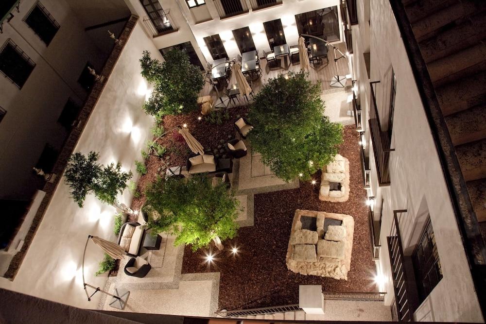 호텔 에우로스타스 파티오스 데 코르도바(Hotel Eurostars Patios de Córdoba) Hotel Image 29 - Porch