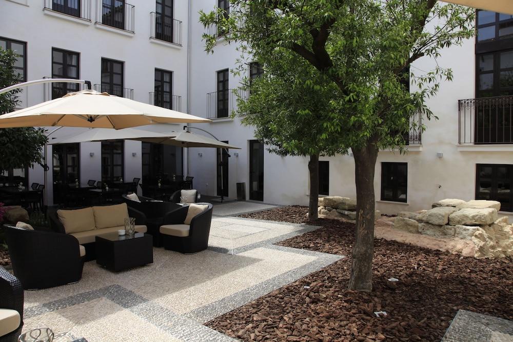 호텔 에우로스타스 파티오스 데 코르도바(Hotel Eurostars Patios de Córdoba) Hotel Image 2 - Exterior