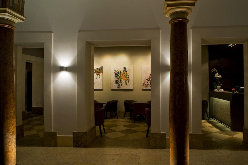 호텔 에우로스타스 파티오스 데 코르도바(Hotel Eurostars Patios de Córdoba) Hotel Image 16 - Reception