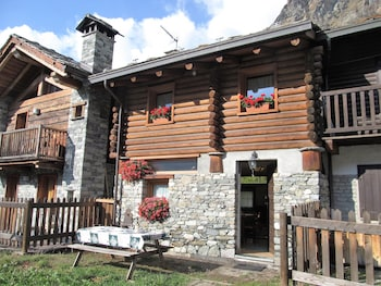 Traditional Chalet, 2 Bedrooms, Mountain View