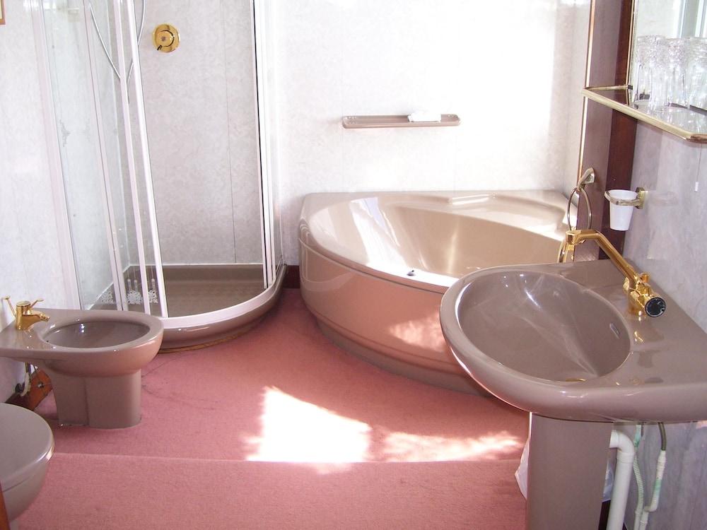올드 비커리지(The Old Vicarage) Hotel Image 11 - Bathroom