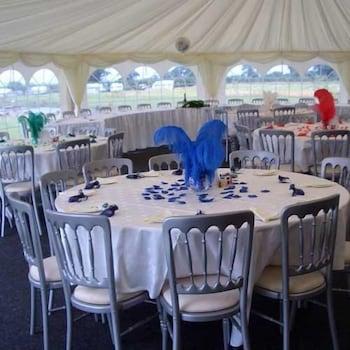 손턴 로지 팜(Thornton Lodge Farm) Hotel Image 13 - Indoor Wedding