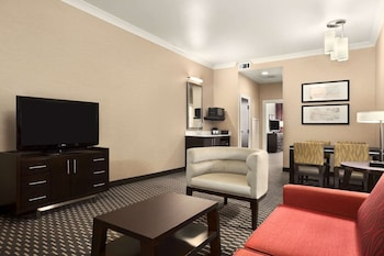 Suite, Accessible (2 Queens with Sofabed)