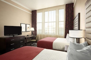 Premium Suite, Non Smoking, Refrigerator & Microwave (2 Queens with Sofabed)