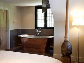 그래스하퍼 인(The Grasshopper Inn) Hotel Image 22 - Deep Soaking Bathtub