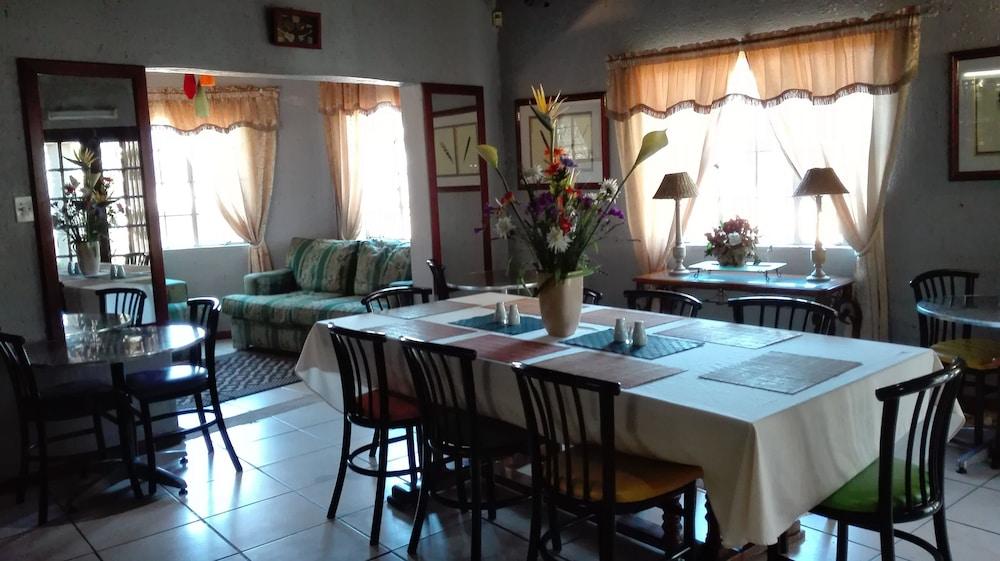 빌라 비아-미드랜드(Villa Via - Midrand) Hotel Image 39 - Dining
