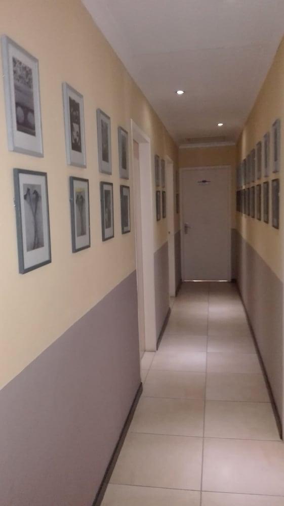 빌라 비아-미드랜드(Villa Via - Midrand) Hotel Image 97 - Hallway