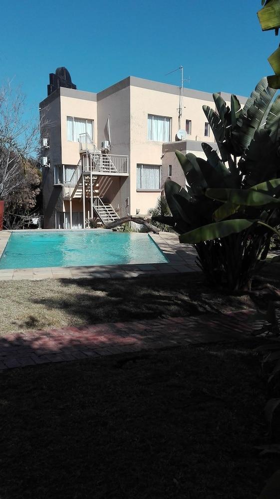 빌라 비아-미드랜드(Villa Via - Midrand) Hotel Image 36 - Outdoor Pool