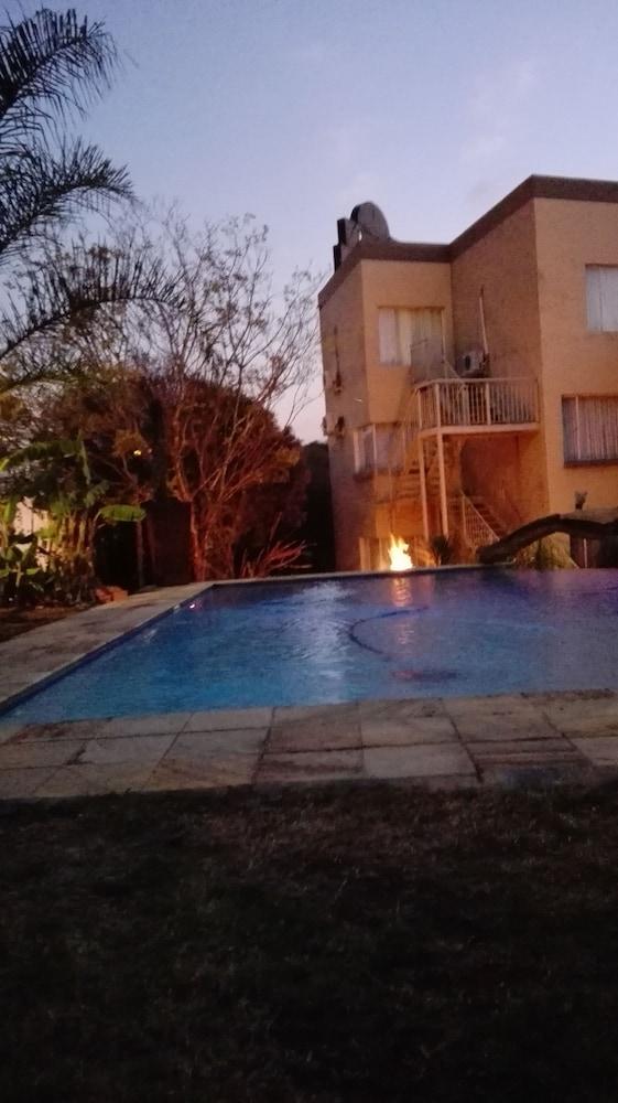 빌라 비아-미드랜드(Villa Via - Midrand) Hotel Image 31 - Outdoor Pool