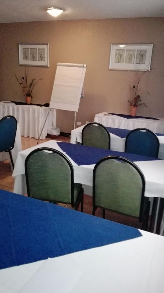 빌라 비아-미드랜드(Villa Via - Midrand) Hotel Image 60 - Meeting Facility