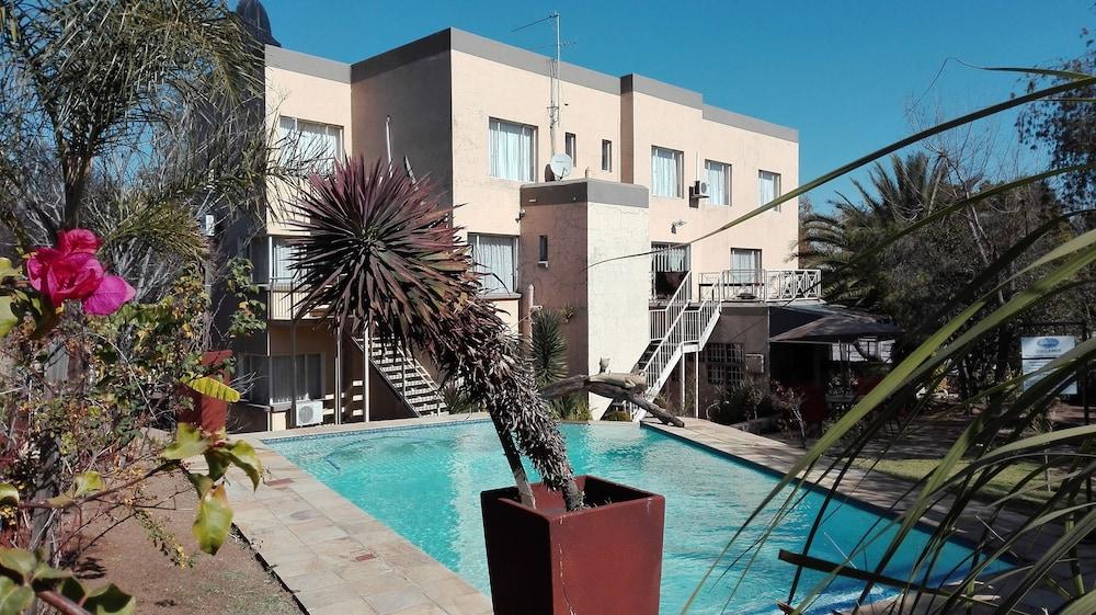 빌라 비아-미드랜드(Villa Via - Midrand) Hotel Image 38 - Outdoor Pool