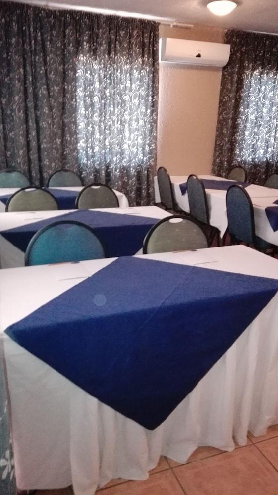 빌라 비아-미드랜드(Villa Via - Midrand) Hotel Image 56 - Meeting Facility