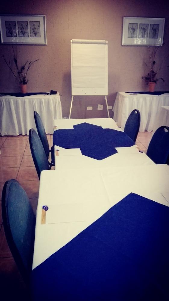 빌라 비아-미드랜드(Villa Via - Midrand) Hotel Image 57 - Meeting Facility