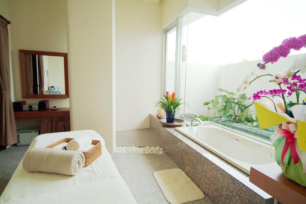 EM 웰니스 리조트 코스타비스타 오키나와 호텔 & 스파(EM Wellness Resort Costavista Okinawa Hotel & Spa) Hotel Image 22 - Treatment Room