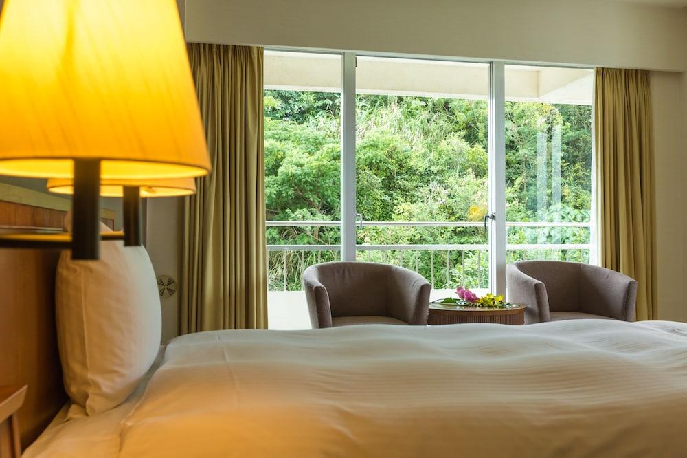 EM 웰니스 리조트 코스타비스타 오키나와 호텔 & 스파(EM Wellness Resort Costavista Okinawa Hotel & Spa) Hotel Image 5 - Guestroom