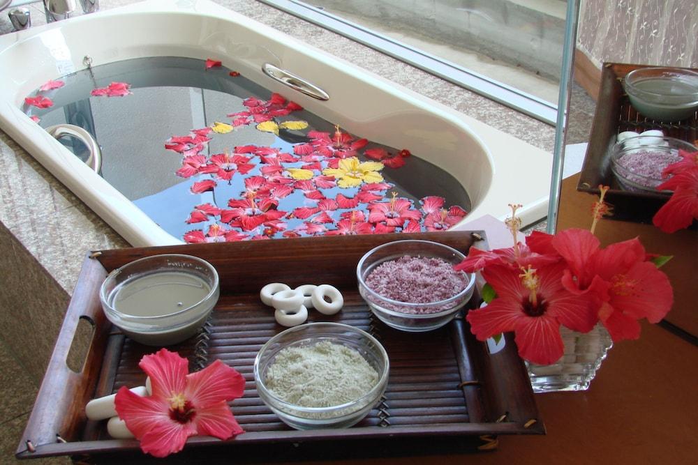 EM 웰니스 리조트 코스타비스타 오키나와 호텔 & 스파(EM Wellness Resort Costavista Okinawa Hotel & Spa) Hotel Image 23 - Treatment Room