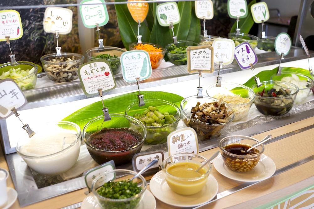 EM 웰니스 리조트 코스타비스타 오키나와 호텔 & 스파(EM Wellness Resort Costavista Okinawa Hotel & Spa) Hotel Image 45 - Food and Drink