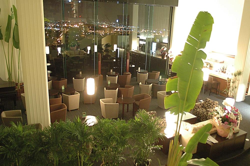 EM 웰니스 리조트 코스타비스타 오키나와 호텔 & 스파(EM Wellness Resort Costavista Okinawa Hotel & Spa) Hotel Image 55 - Hotel Bar
