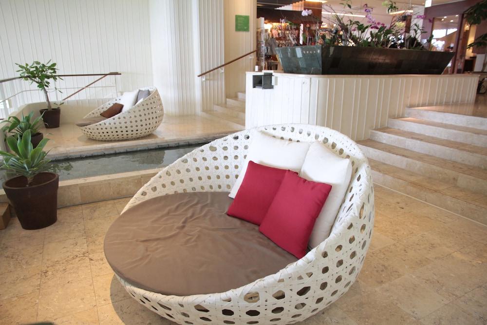 EM 웰니스 리조트 코스타비스타 오키나와 호텔 & 스파(EM Wellness Resort Costavista Okinawa Hotel & Spa) Hotel Image 56 - Staircase