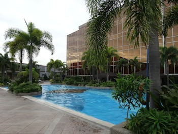 Maximz Tower Hotel Pasay Pool
