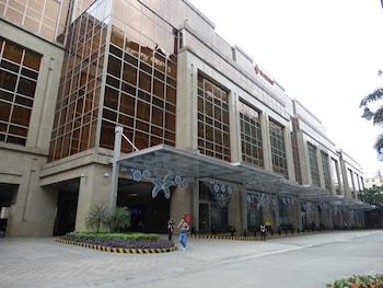 Maximz Tower Hotel Pasay Exterior
