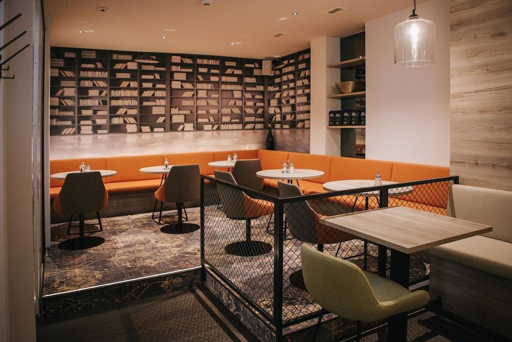 호텔 슈바르처 배르(Hotel Schwarzer Bär) Hotel Image 54 - Hotel Lounge