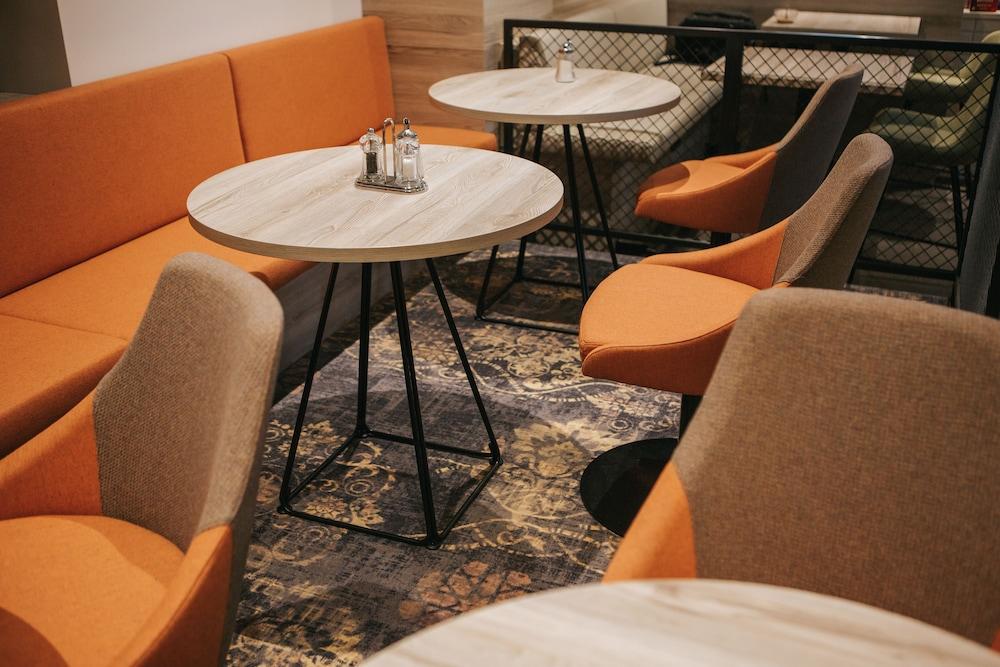 호텔 슈바르처 배르(Hotel Schwarzer Bär) Hotel Image 14 - Lobby Lounge