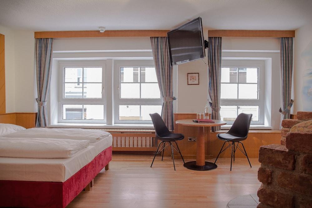 호텔 슈바르처 배르(Hotel Schwarzer Bär) Hotel Image 19 - Guestroom
