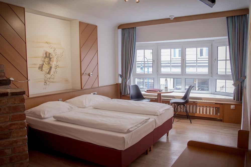 호텔 슈바르처 배르(Hotel Schwarzer Bär) Hotel Image 20 - Guestroom