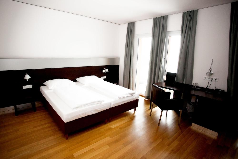 호텔 슈바르처 배르(Hotel Schwarzer Bär) Hotel Image 18 - Guestroom