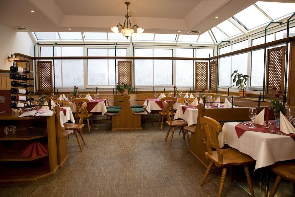 호텔 슈바르처 배르(Hotel Schwarzer Bär) Hotel Image 37 - 레스토랑