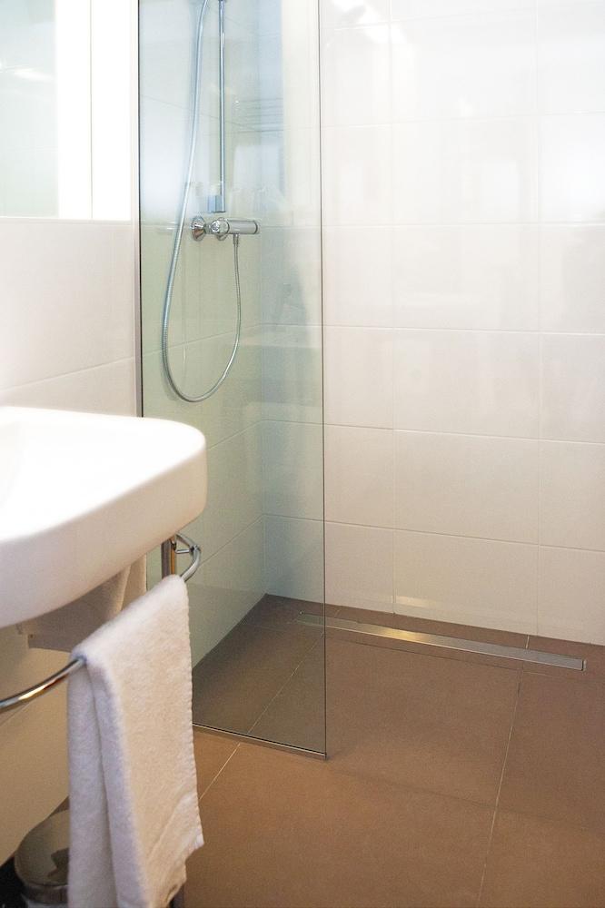 호텔 슈바르처 배르(Hotel Schwarzer Bär) Hotel Image 32 - 욕실