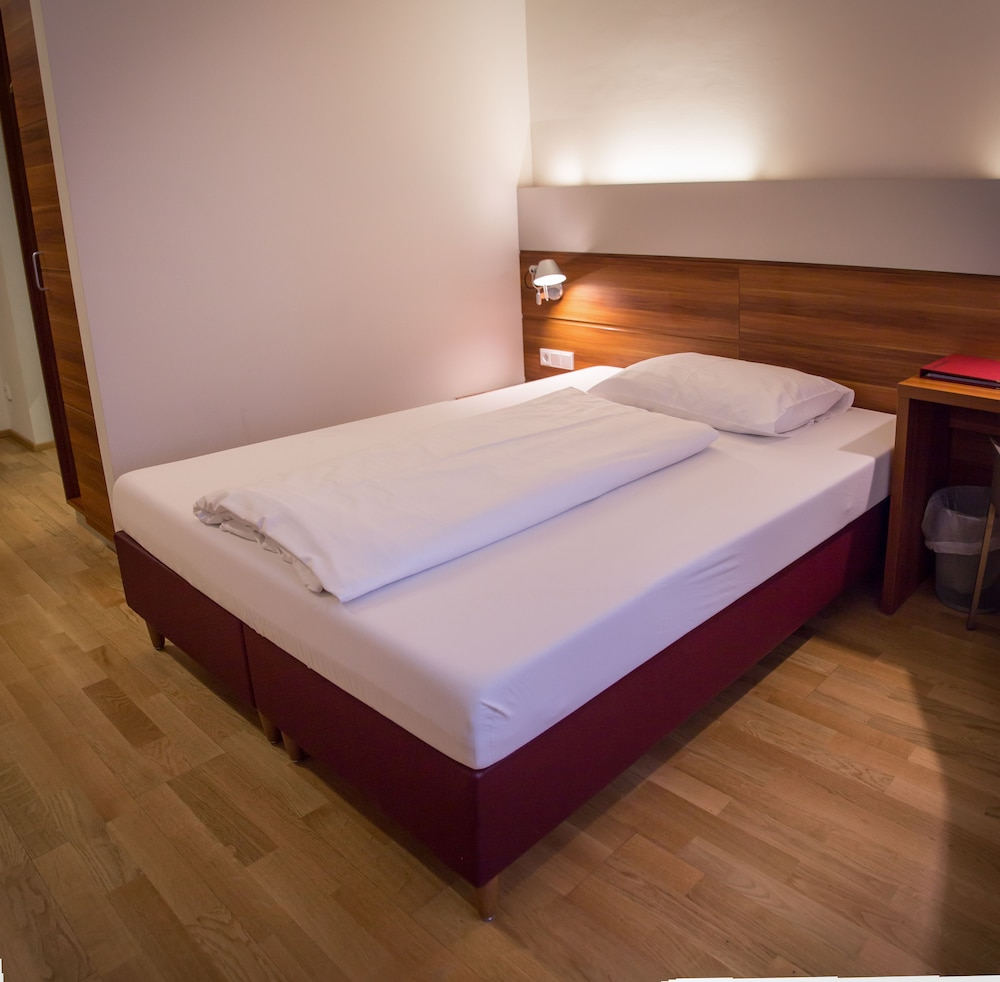 호텔 슈바르처 배르(Hotel Schwarzer Bär) Hotel Image 22 - Guestroom