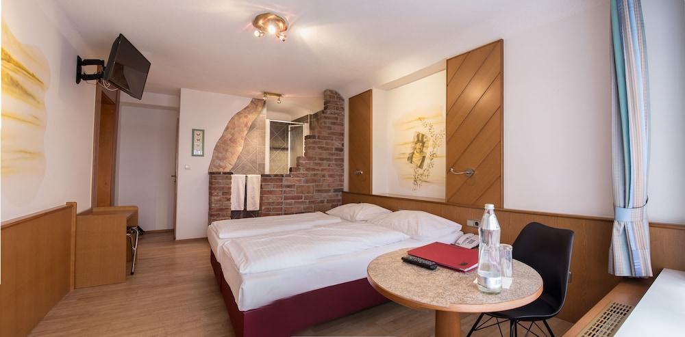 호텔 슈바르처 배르(Hotel Schwarzer Bär) Hotel Image 22 - 객실