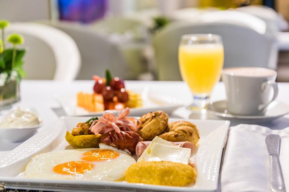 호텔 아메리칸 골프(Hotel American Golf) Hotel Image 47 - Food and Drink