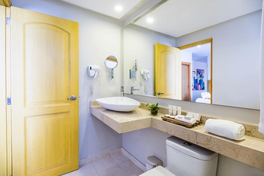 호텔 아메리칸 골프(Hotel American Golf) Hotel Image 26 - Bathroom
